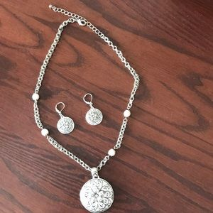 Jewelry - Silver-like flower medallion and matching earrings